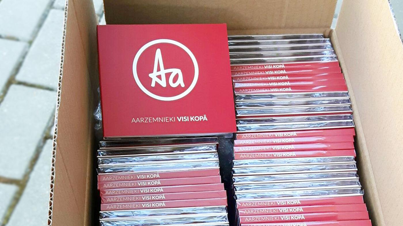 Karton mit CDs